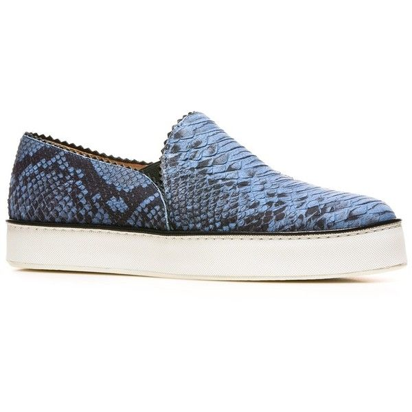 Stuart Weitzman The Nuggets Sneaker (595 BRL) ❤ liked on Polyvore featuring shoes, sneakers, sea buck molorrus, metallic slip-on sneakers, leather sneakers, leather slip on sneakers, platform sneakers and crocs sneakers