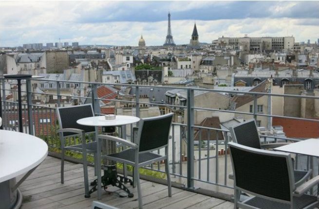 Who would think that a prosaic Holiday Inn would harbor such a gem? Set in the heart of Saint-Germain-des-Prés, you'll find views here to rival the best in Paris. Open from 5 pm to midnight seven days a week, 43 Up the Roof is full of locals and hotel guests on weekends, but at opening time on a weekday, you might very well have the place to yourself. Reservations are essential.