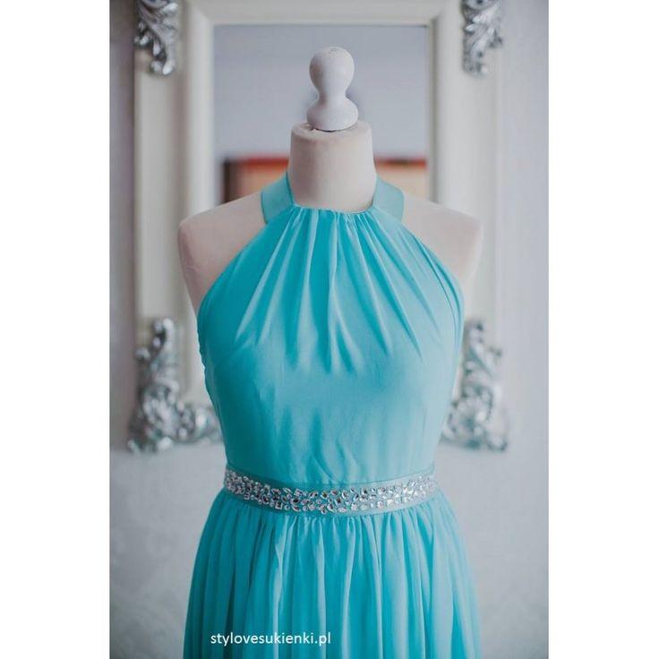 Piękna, miętowa sukienka z szyfonu. Idealna dla druhen czy świadkowej. Długa sukienka bez pleców i kamieniami. Zajrzyj do nas i zapoznaj się z całą ofertą.