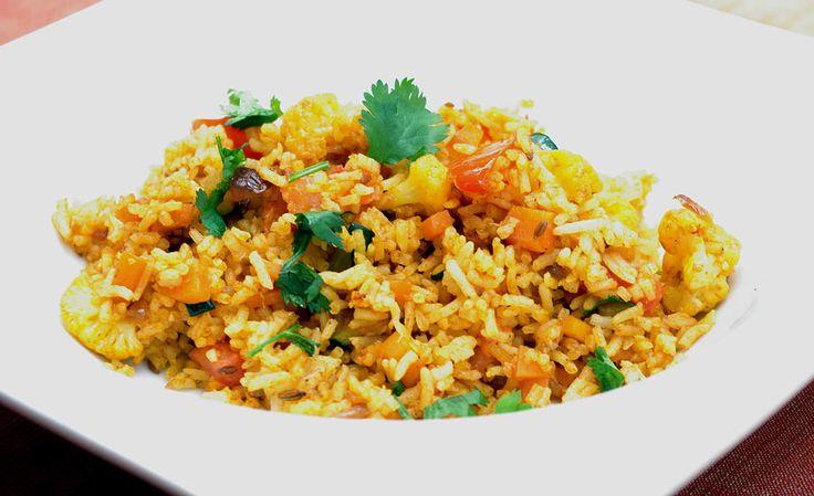"""Recette indienne vidéo Fried rice (riz frit) Bonjour et bienvenue dans mon blog cuisine . Aujourd'hui nous allons cuisiner le """" Fried rice """". C'est une recette assez répandue dans les pays asiatiques ; nous allons le préparer à l'indienne. Pour cette..."""