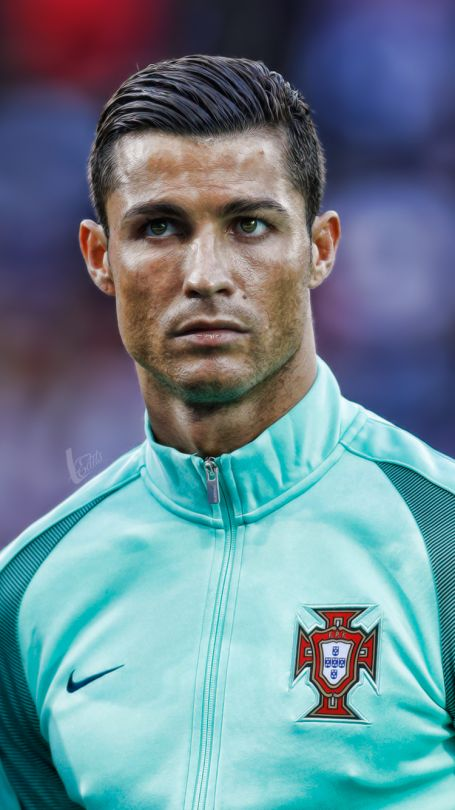 Die Löckchen Sind Ab Cristiano Ronaldo Hat Eine Neue Frisur