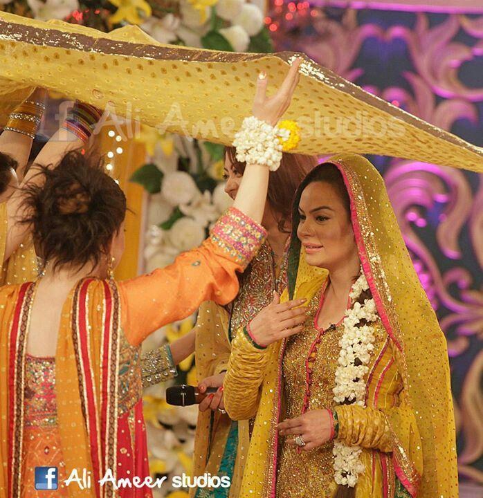 Bridal Mehndi Entrance : Best yellow mehndi dress images on pinterest