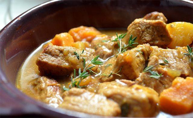 Voici la recette de laBlanquette de veau avec Thermomix, un plat complet traditionnel français à base de viande de veau, de carottes et de sauce au beurre.