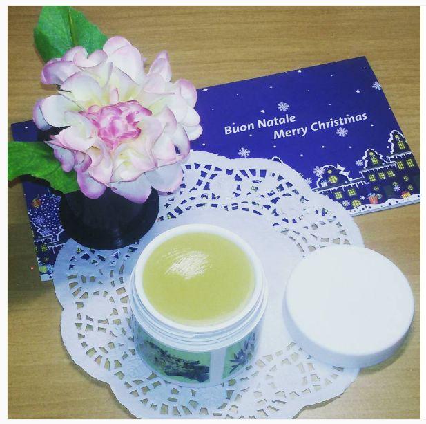 pomata tea tree è uno speciale unguento che ha molteplici proprietà benefiche sia nel caso di acne, brufoli, che per dolori muscolari ma non solo....