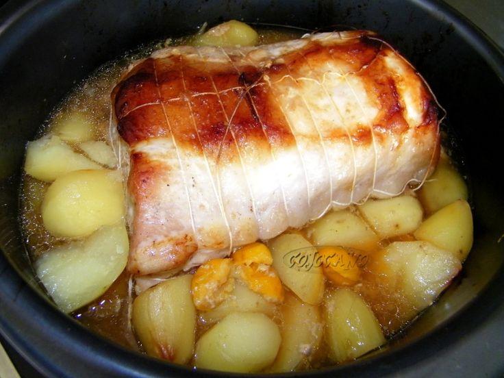 Une recette toute simple qui ne demande que peu de préparation. Je l'ai fait en cocotte ultra pro tupperware, mais une cocotte (avec un couvercle) allant au four peut convenir. INGREDIENTS (pour 6 personnes) 1 beau rôti de porc (entre 1,2 kg et 1,5 kg)...