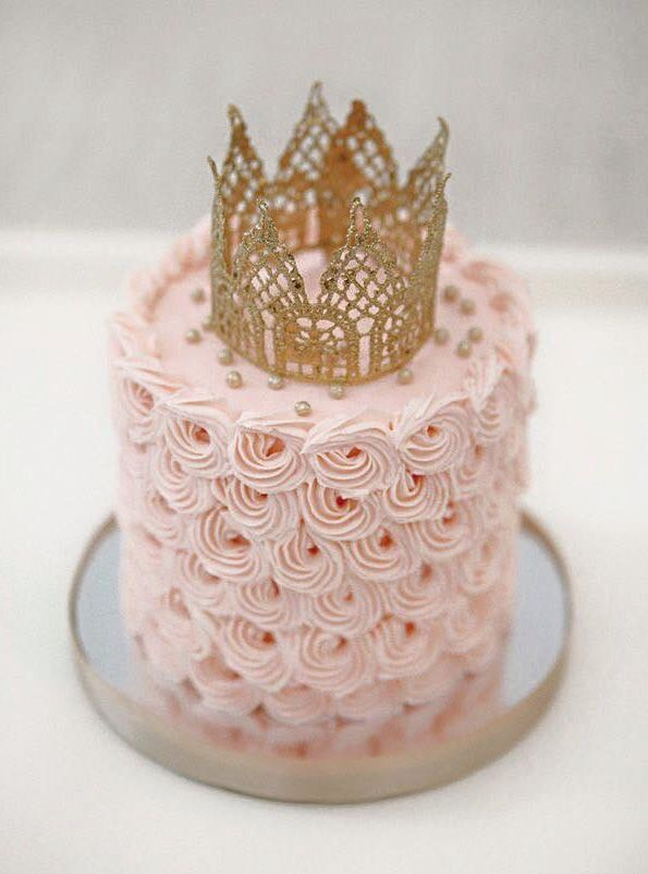 Crown-topped cake