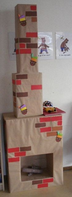 Geen schoorsteen in huis? Maak er één van kartonnen dozen, zodat de Sint je schoen makkelijk kan vinden.
