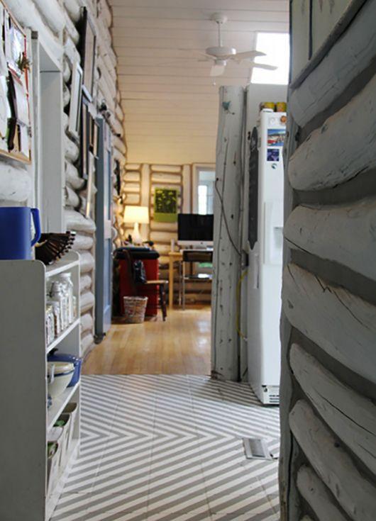 Coole Farbgestaltung In Weiß Und Grau Und Raumgestaltung Mit  Wandverkleidung Und Bodengestaltung Mit Parkett Und Fliesen