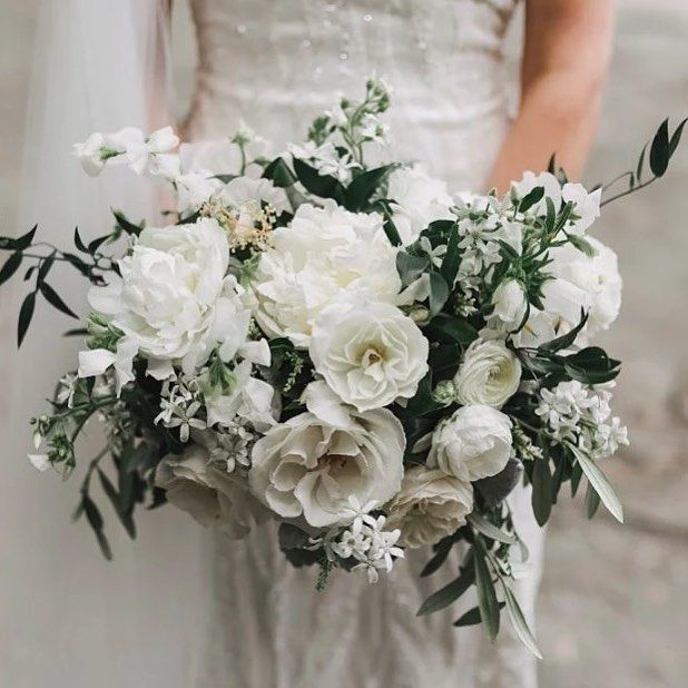 Beautiful white floral bouquet by @leafandhoney . #white #refreshing #crisp #loveloveloveit #regram #instagram #judecelebrant