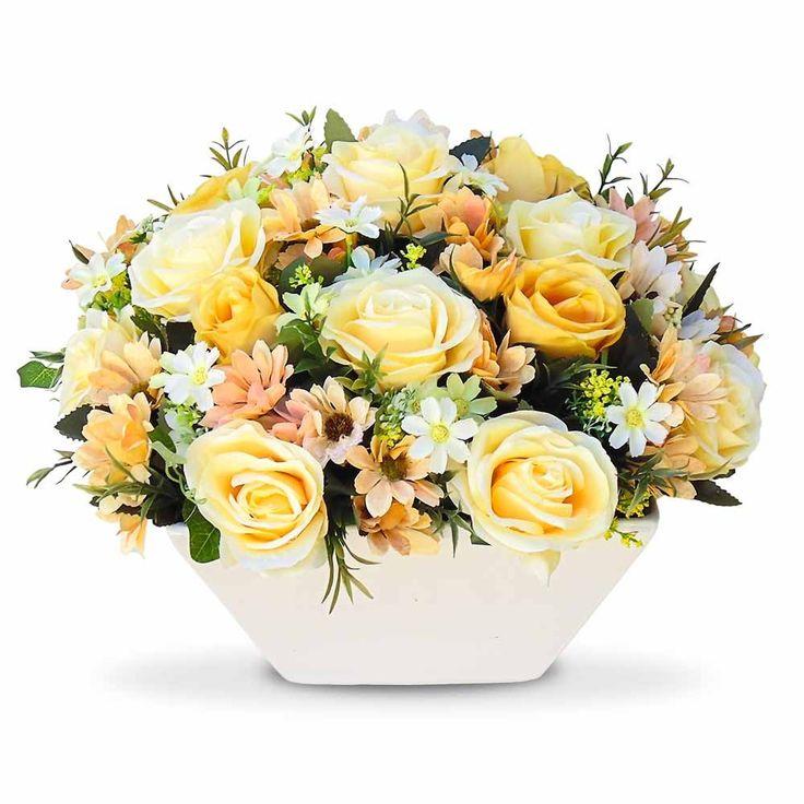 Arranjo de flores artificiais flores rosas e margaridas no vaso Cachepot branco, perfeito para decoração do seu espaço.Arranjo com flores em seda com corte a laser .O arranjo de flores é um objeto de decoração que deixa qualquer ambiente com muita beleza.Por se tratar de um arranjo que tem uma presença marcante seja pelo seu modelo ou pelas cores sugerimos o uso para centro de mesa e bancadas de tamanho médio a grande.Com flores artificiais a primavera é permanente.O valor e as dimensoes são…