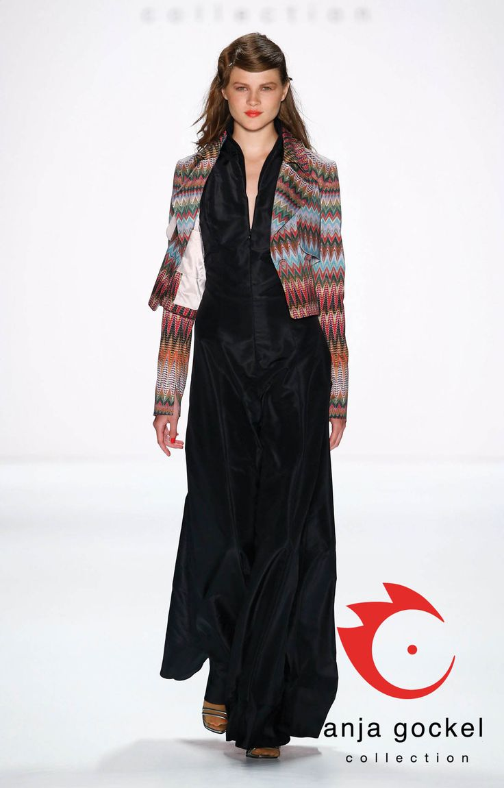 Plain but precious evening gown made out of dubion silk with a plunging v-neckline and a subtle banded collar combined with a casual cropped spike-pattern peacoat.