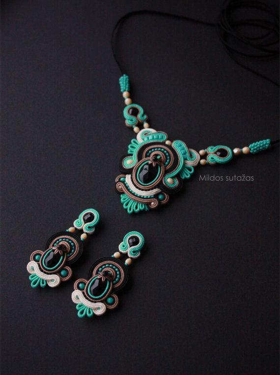 Handmade soutache necklace and earrings by Mildossutazas
