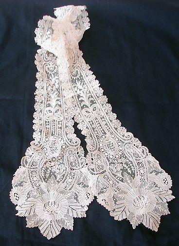 Maria Niforos - Fine Antique Lace, Linens & Textiles : Antique Lace # LA-213 Fine 19th C. Point De Gaze Lappet