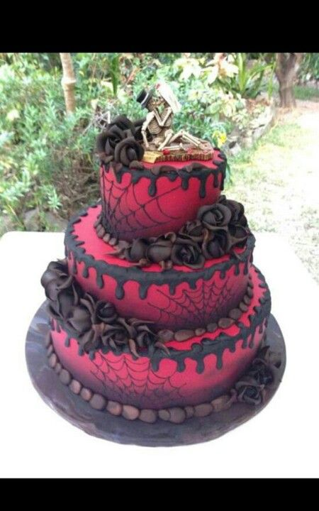 This would mix the webs from our first cake, only with the coloring of the roses. Add the spiders toppers, and s little white and it's perfect