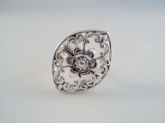 Inel cu model floral, lucrat cu maiestrie in argint 92.5%. http://www.lafemmecoquette.ro/inel-din-argint-cu-motiv-floral-oriental/