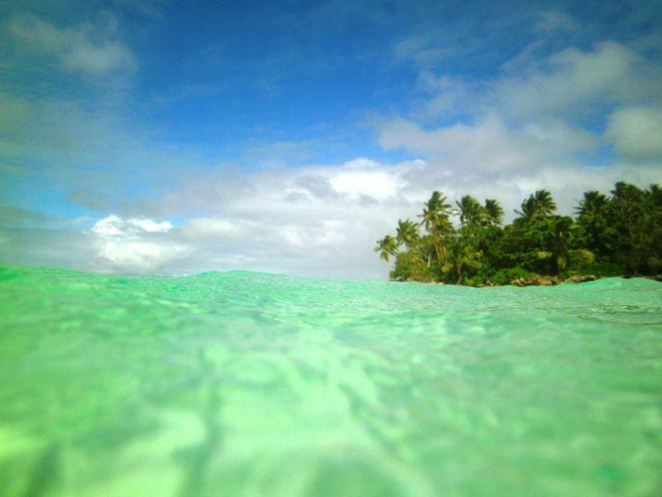 L' #ile de Nuku vue depuis une place bien au chaud dans l'eau, #Tonga