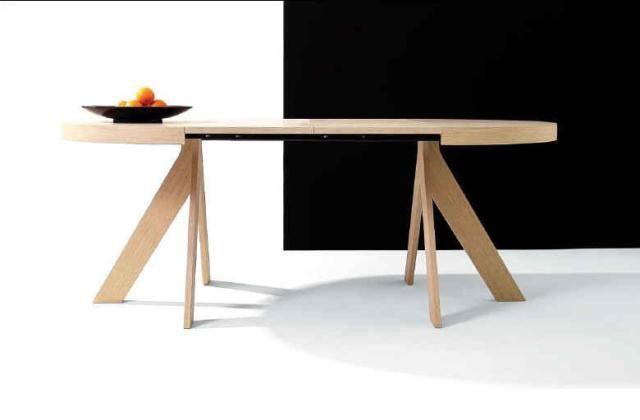 Mesa ovalada de madera y extensible