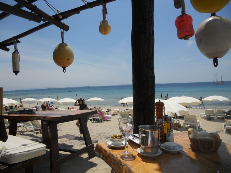 Jockey Club Ibiza, great beach, great lunch and a very good atmosphere