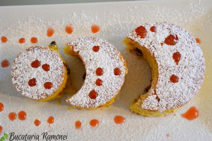 """Numita și """"mălai dulce""""  această prăjitură vă va impresiona prin gustul său de merișoare și textura pufoasă. Găsiți rețeta aici: http://bucatariaramonei.com/recipe-items/prajitura-cu-malai-si-merisoare/"""