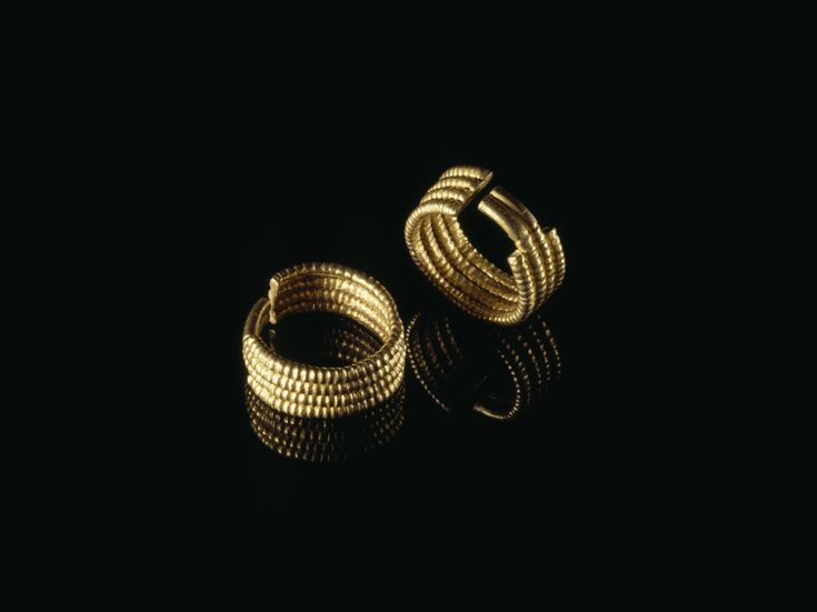 Ear-ring of gold consisting of four penannular hoops soldered together: Ancient Egyptian, from Qurna, Thebes, 2nd Intermediate Period, 17th Dynasty, c.1585-1545 BC