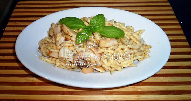 Trofie con seppie e pesto di pistacchi  La ricetta qui: http://www.duetortoreincucina.com/it/recipes/first-course/italiano-trofie-con-seppie-e-pesto-di-pistacchi/
