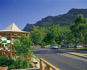 Amazing scenery. http://www.ozehols.com.au/blog/victoria/is-it-scenic-beauty-you-are-after/ #hallsgap #grampians #australia