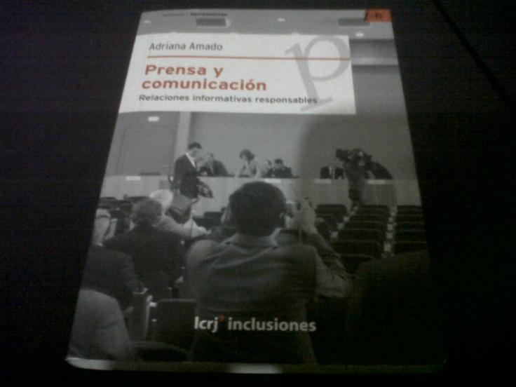 Prensa y Comunicación de Adriana Amado Suárez. Lectura obligada para todo estudiante de Relaciones Públicas o Comunicación Social.