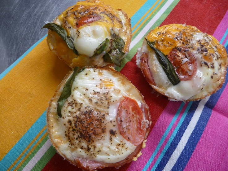 My favourite healthy breakfast on the go... egg & bacon muffins