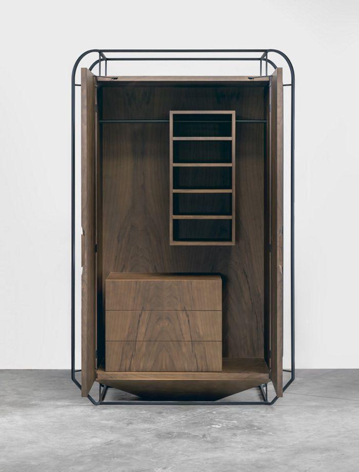 Grégoire de Lafforest, nous présente sa toute nouvelle collection baptisée Exo, armoire, guéridon et table basse mêlent bois et métal en exosquelette !