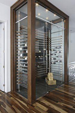 Les oenophiles apprécieront Millésime. Ce système de rangement du vin aux lignes épurées marie le bois et l'aluminium anodisé pour offrir des étagères aérées. Les précieuses bouteilles font alors partie intégrante du décor.