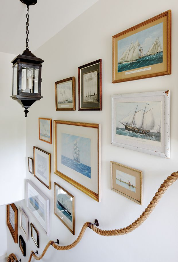 Nautical Gallery Wall... For many more ideas, click here: http://www.completely-coastal.com/2013/10/coastal-art-gallery-walls.html