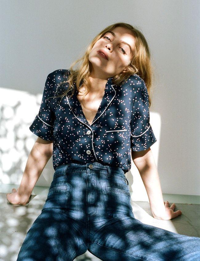 Chemisette esprit pyjama + jean flare taille haute = le bon mix (look Rouje)