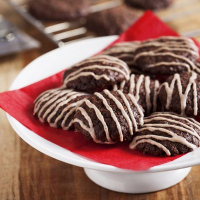 Oatmeal Abuelita Cookies   Meals.com - These chocolate flavored Oatmeal Abuelita Cookies are rich in flavor and an attractive treat for any occasion. The cinnamon and vanilla glaze adds an extra touch of class to these easy to make cookies. www.meals.com
