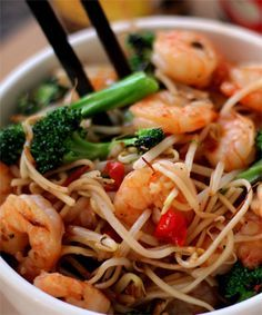 Recipe: Asian Prawn Stir-Fry Noodles (Ingredients: Moyashi Bean Sprouts, Oyster Sauce, Broccoli Florets, Sesame Oil, Chopped Chilli, Finely Chopped Garlic)