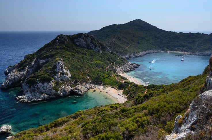 Agios Georgios zaliv je pravi raj za one koji žele da se sklone od gužve, a nalazi se na severozapadu Krfa. #travelboutique #Corfu #Krf #putovanje #letovanje #odmor