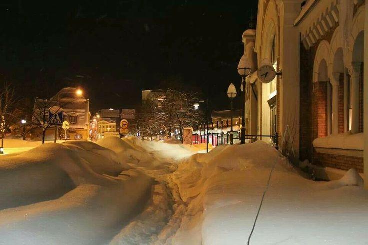 Vinterdag i Hudiksvall. Snökaos