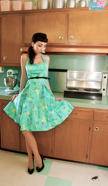 59 best images about 50 39 s housewife on pinterest sewing for Classic 50s housewife