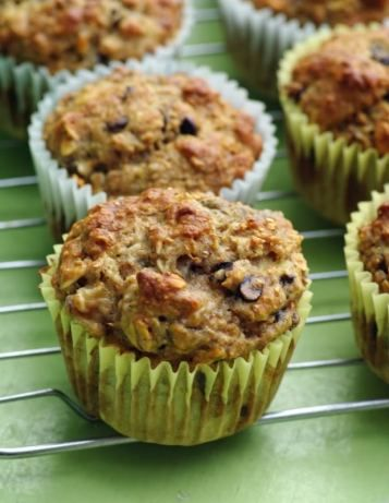 A muffin sweetened with honey and ripe bananas, with whole wheat flour and oats.