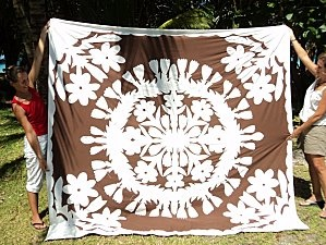 Another Tahitian Tifaifai design (it isn't identified, but I think this may also be a tiare flower)