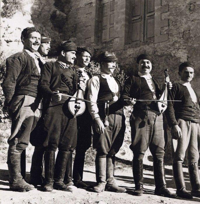 Nelly's, Μουσικοί στην Κρήτη, 1939