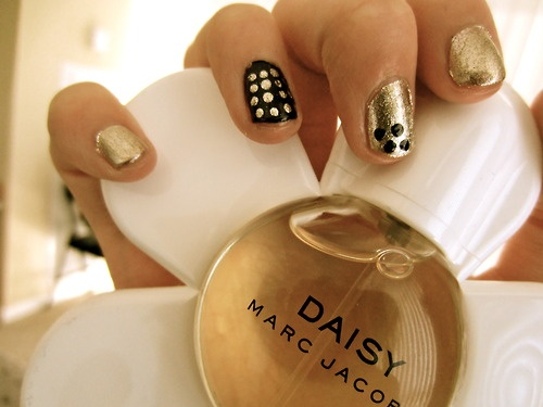Daisy by Marc Jacobs: Makeup Nails, Luxury Fragrance, Spotty Nails, Student, Nails Design, Daisies By Marc Jacobs, Meaning Nails, Daisies Jacobs, Jacobs Fragrance