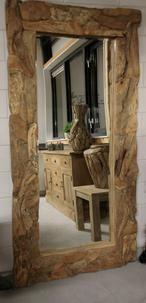 BENT U OP ZOEK NAAR EEN ECHT ORIGINELE SPIEGEL?    Bekijk dan deze enorme, maar fantastische spiegel met robuuste lijst van drijfhout eens.  Dit kunnen we met gemak een eye-catcher noemen…    Afmeting: 200 x 100 x 7 (lxbxd)