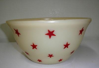 "RARE McKee Carmel Custard Red Stars 9"" Mixing Bowl"