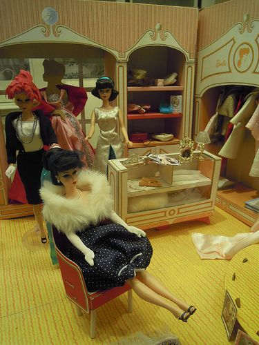 Barbie Fashion Shop...   i spent endless hours with this... haven't seen one in forever.