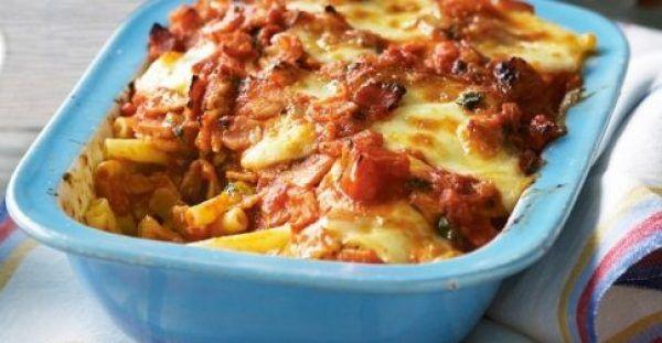 Πένες με μπέικον και μοτσαρέλα με κόκκινη σάλτσα στο φούρνο. Μια εύκολη συνταγή για ένα πολύ νόστιμο και λαχταριστό φαγητό για όλη την οικογένεια. Υλικά συ