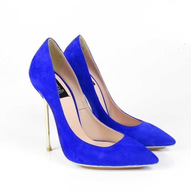 Pantofi de dama Mineli Electra sunt clasici, versatili și veșnic la modă. Realizați din piele naturală întoarsă albastru electric și toc subțire auriu și talpă îmbrăcată în glitter, aceștia completează perfect o ținută office sau una casual, oferindu-i un plus de eleganță și rafinament.     Înălțime toc: 12 cm