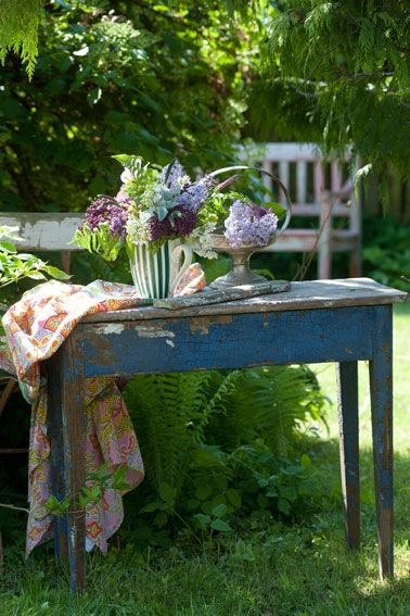 I love doing flower arrangements out in the fresh air. I can hear my chicks clucking away..........