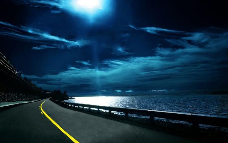 Gecenin Karanlığında Ay Işığı ve Asfalt Yol HD Wallpapers