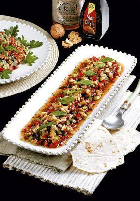 Gaziantep mutfağının en önemli tatlarından biridir gavurdağı salatası. En önemli özelliği, içeriğinde nar ekşisi ve kırılmış ceviz bulunmasıdır...