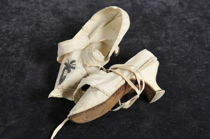 naisten kengät; silkkikengät, 1780 | Varsinais-Suomen museot (Musketti) | Finna.fi
